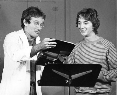 Gratuitous photo of Robin Williams and Martin Short at Second City in Toronto.
